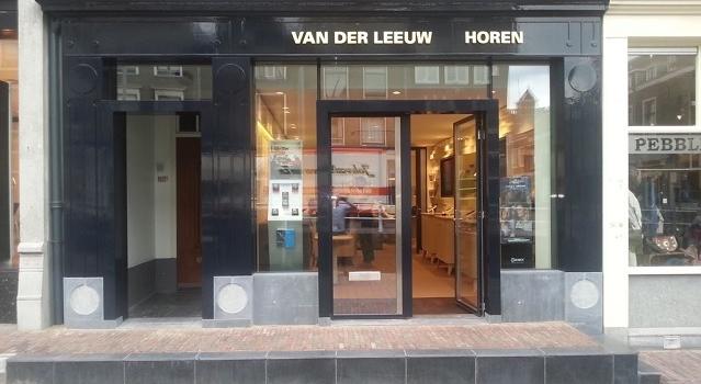 Renovatie gevel winkel Van der Leeuw Horen Delft